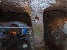 Blick in den Innenraum der Höhle auf der Nymphios-Hochebene. (c) Tobias Schorr 2014