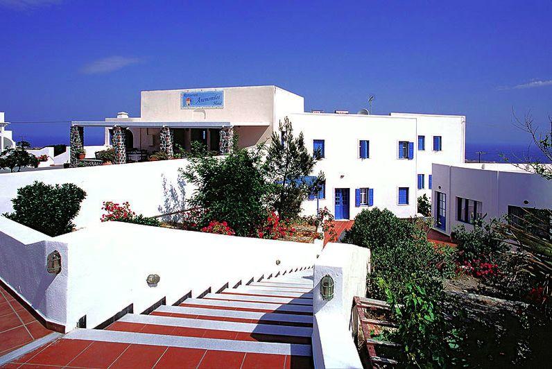 The hotel & tavern Anemomilos in Ia village (c) Tobias Schorr
