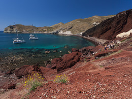 """Der """"rote Strand"""" von Akrotiri ist Teil eines ehm. Vulkans. (c) Tobias Schorr"""