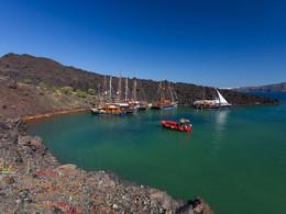 In der Erinia-Bucht drängeln sich die Ausflugsboote, (c) Tobias Schorr, April 2017