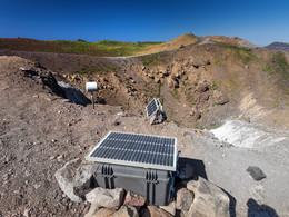 Meßgeräte am Georgios-Krater, (c) Tobias Schorr, April 2017