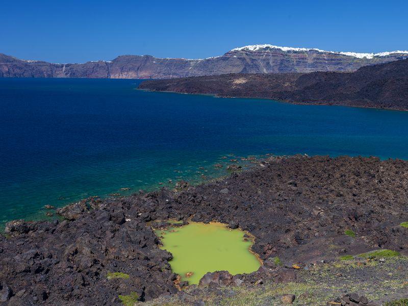 The crater lake on Palea Kameni island (c) Tobias Schorr April 2017