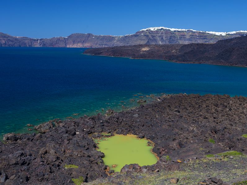 Blick auf den Kratersee der Insel Palea Kameni (c) Tobias Schorr April 2017