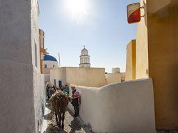 Ein Spaziergang mit der Gruppe durch die Gassen von Pyrgos.