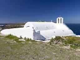 Die Taxiarches-Kapelle im Steinbruch Metaxa bei Akrotiri.