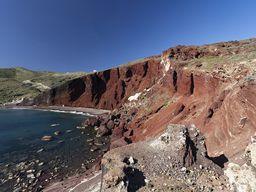 """Der """"rote Strand"""" ist der Rest eines uralten Schlackekegels."""