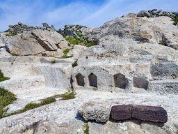 Heilgtum der ägyptischen Gottheiten auf der Akropolis des antiken Theras auf Santorin.
