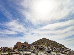 Agios Stefanos und der Gipfel von Alt Thera.