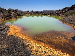 Der Krater der Eruption von 1700 n.Chr. auf der Insel Palia Kameni (c) Tobias Schorr