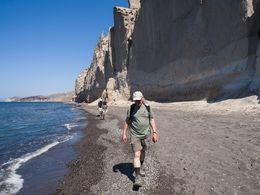 Am Strand Vlyhada mit seinen Bims-Felsen