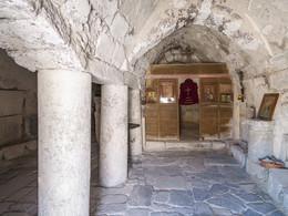Im Inneren der Kapelle Agios Stefanos wurden antike Reste wiederverwendet. (c) Tobias Schorr, April 2017