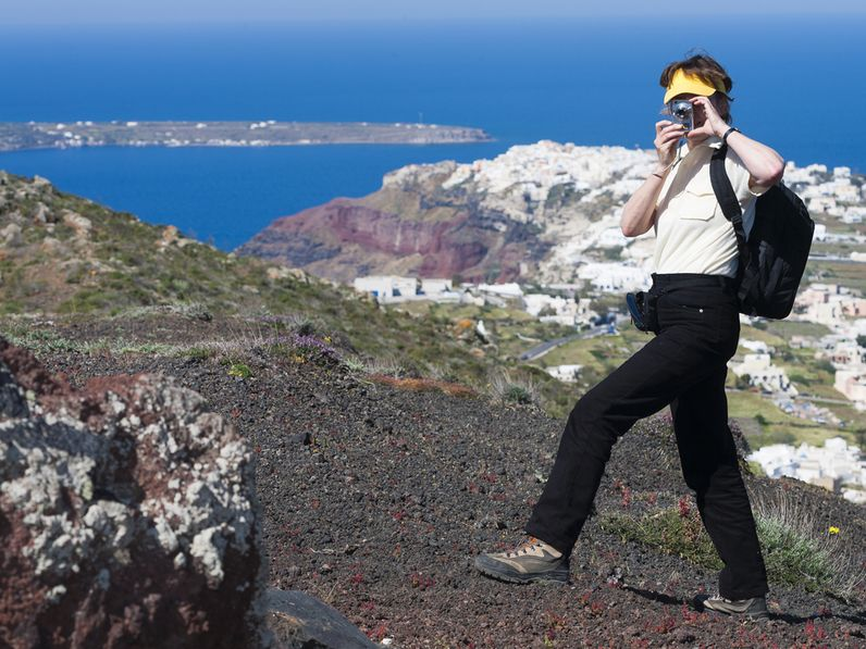 Hiking and study trips are ideal for those who like to be out in nature in small groups! (Guest on Santorini 2010) Photo: (c) Tobias Schorr