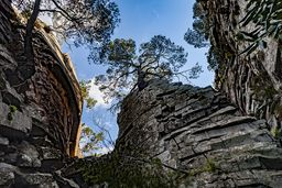 Die zentralen Felsen der primären Lava des historischen Lavadoms von Methana. (c) Tobias Schorr
