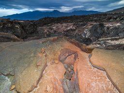 Eine Lavahöhle bei Los Llianos zeigt, wie flüssige Lava unterirdisch zum Meer floß. (c) Tobias Schorr
