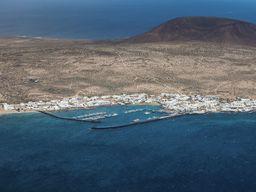 Blick auf La Graciosa ist die Nachbarinsel von Lanzarote und eine der kleinesten Kanarischen Inseln (c) Tobias Schorr