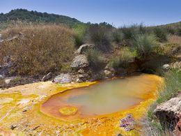 Eines der natürlichen Becken mit kochend heißem Thermalwasser