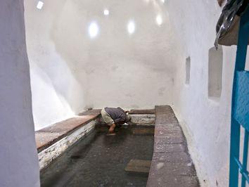 Das Innere des Bades mit seinem heilkräftigen Thermalwasser
