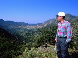 Dr. Prof. Lorenz Hurni hat auch die Landkarte von Methana erstelt und unterstütze die Anfertigung einer neuen, geologischen Karte von Nisyros (c) Tobias Schorr