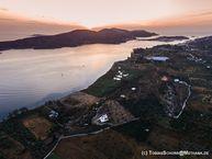 Εναέρια φωτογραφία της ανατολής ηλίου πάνω από την Καλάβρια / τον Πόρο (c) Tobias Schorr