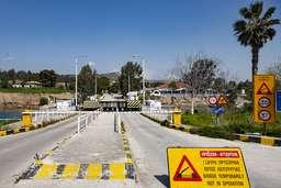 Das war nichts mit der Fahrt auf der alten Strecke nach Athen! Wegen Streik war die Brücke am Isthmus gesperrt. (c) Tobias Schorr