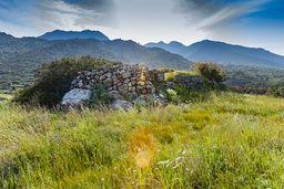 Blick auf die Hochfläche der Akropolis Oga. (c) Tobias Schorr