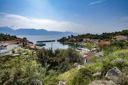 Der kleine Naturhafen Vathy an der Westküste Methanas. (c) Tobias Schorr