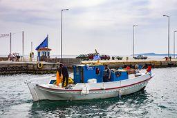 Fischerboot im Hafen von Methana. (c) Tobias Schorr