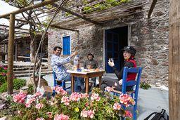 Theodoros, Jianni und Carmen in der Taverne Inotherapevtirio. (c) Tobias Schorr