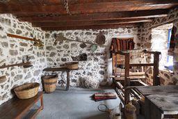 Theodoros hat ein kleines Museum mit traditionellen Werzeugen eingerichtet. (c) Tobias Schorr