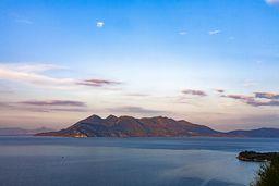 Die Vulkanhalbinsel von der Ostküste der Peloponnes aus gesehen. (c) Tobias Schorr