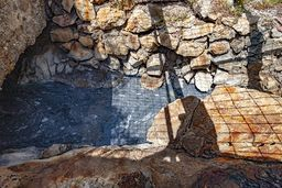 Die warmen Schwefelwässer kommen aus den Tiefen der Erde. (c) Tobias Schorr