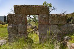 Schon 1912 beschrieb der deutsche Philologe Michael DEFFNER den antiken Turm bei Methana. (c) Tobias Schorr