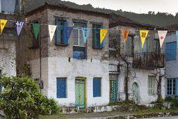 Uralte Häuser am Dorfplatz von Kounoupitsa. (c) Tobias Schorr
