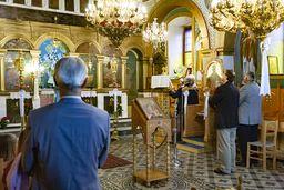 Andacht in der Panagia-Papadi-Kirche in Megalochori. (c) Tobias Schorr