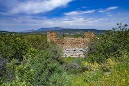 Der antike Turm von Troizen ist Teil einer großen Befestigung. (c) Tobias Schorr