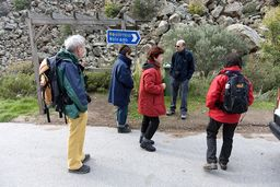 Die Reisegruppe vor dem Aufstieg zum historischen Vulkan. (c) Tobias Schorr