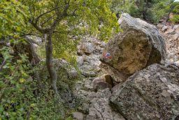 Der Pfad zum historischen Lavadom von Kameni Chora auf der Halbinsel Methana in Griechenland. (c) Tobias Schorr