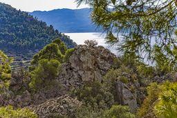 Das Kraterzentrum und die Küste der Peloponnes im Hintergrund. (c) Tobias Schorr
