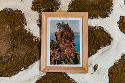 Der berühmte Felsen mit einer Widmung in der Taverne. (c) Tobias Schorr