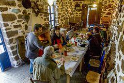 Essen am Kamin in Kameni Chora - etwas ganz Besonderes! (c) Tobias Schorr