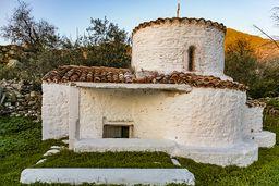 Die Kapelle Agios Nikolaos unterhalb der antiken Akropolis Paliokastro bei Vathy auf Methana. (c) Tobias Schorr