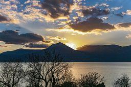 Sonneuntergang über der Ostküste der Peloponnes-Halbinsel. (c) Tobias Schorr
