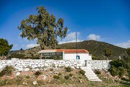 Die Kapelle Agios Panteleimonas ist der Stratpunkt der Wanderroute C, die grün markiert ist. (c) Tobias Schorr
