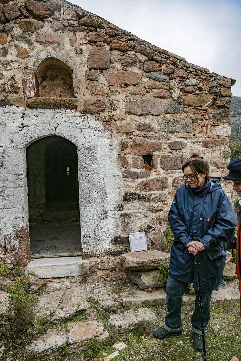 Die byzantinische Kapelle der Panagitsa, die sich in einem Tal oberhalb des Dorfes Megalochori befindet. (c) Tobias Schorr