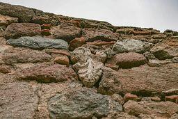 Antike Reste, die in die Kapelle verbaut sind, zeugen davon, dass es in der Umgebung schon im Altertum Heiligtümer und vielleicht eine Siedlung gab. (c) Tobias Schorr