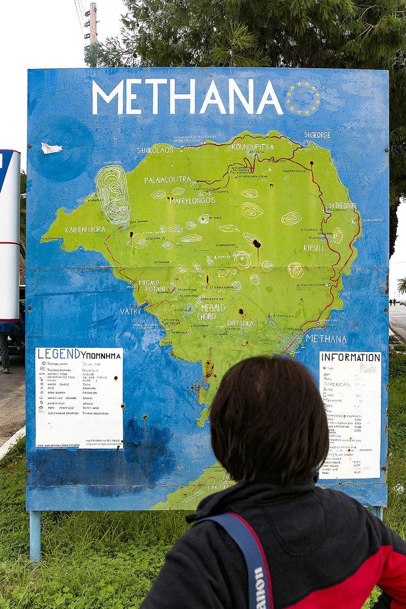 Die Methana-Karte, die ich 1994 anfertigte und die bis 2015 am Eingang zur Stadt Methana stand. (c) Tobias Schorr