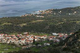 Das Dorf Kounoupitsa an der Ostküste Methanas.  (c) Tobias Schorr