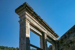 Abgrenzung des antiken Theaters. (c) Tobias Schorr