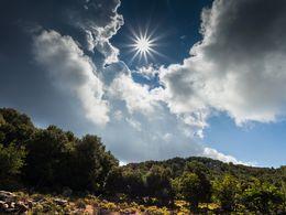 Blick auf den höchsten Gipfel Methanas, der Chelona auf 740 m Seehöhe