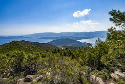 Blick vom Chelona-Gipfel in Richtung des Isthmus Steno und die Ostküste der Peloponnes. (c) Tobias Schorr